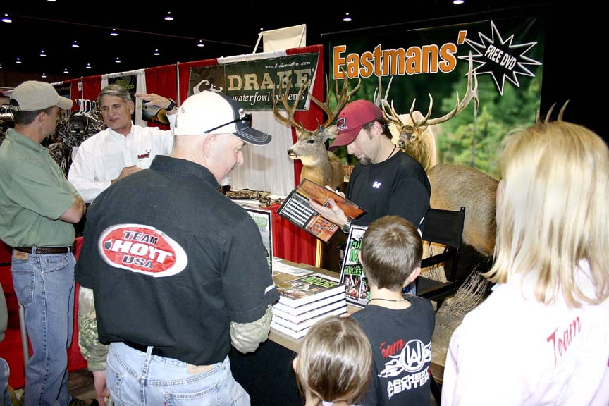 ise-show-in-slc-cameron-signing-autographs.jpg